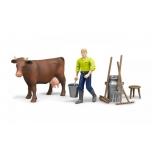 Ферма с фигурками коровы, рабочего и аксессуарами Bruder 62605
